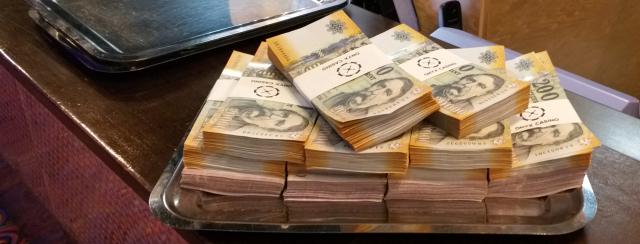 pénz webslide